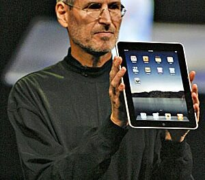 In surprise appearance, Jobs unveils iPad 2