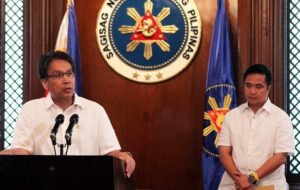 Secretary Manuel Roxas II accepts his appointment to the Department of Interior and Local Government replacing Sec. Jesse Robredo, as announced by President Benigno S. Aquino III during a press briefing at the President's Hall in Malacanang Palace on Friday (August 31). On the other hand, Cavite 1st District Representative Joseph Emilio Abaya takes over the post of DOTC chief. (MNS photo)