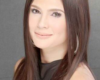 Vina Morales praying for 'complete family'