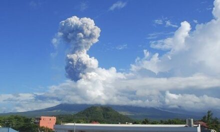 Salceda: There's no stopping tourists from climbing Mayon