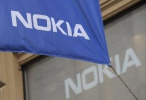 Nokia company flag outside the flagship store in Helsinki Nokia announced on September 3, 2013 the sale of its mobile phone unit to Microsoft for 5.44 billion euros (7.17 billion US dollars), bringing to an end its days as a phone maker. Nokia will grant the US software giant a 10-year non-exclusive licence to its patents and will itself focus on network infrastructure and services. ©AFP PHOTO / LEHTIKUVA / SARI GUSTAFSSON