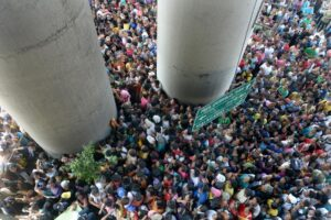 Thousands of people line up for charity packages being given out by the politically-influential Filipino sect Iglesia ni Cristo (Church of Christ) in Manila on October 14, 2013 (MNS photo)