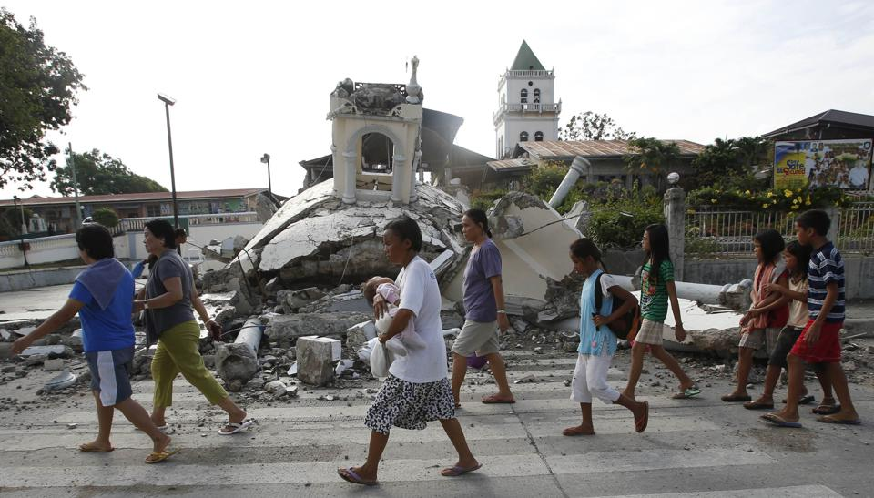Boholanos & Cebuanos distraught at damage of historical churches