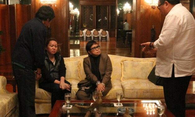 Kapunan withdraws as Napoles' lawyer in serious illegal detention case