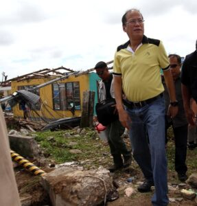 GUIUAN, Samar: President Benigno S. Aquino III inspects affected areas in eastern Samar, after meeting with local government officials at the municipal grounds Sunday (November 17). (MNS photo)
