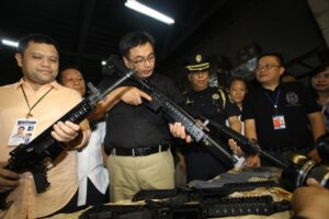Customs Commissioner Ruffy Biazon inspects on Thursday (Nov. 28, 2013) one of the firearms declared as abandoned goods by the Bureau of Customs and are now ready for disposition by the government. Since nobody claimed the shipment, it was stored by the BOC at the Ninoy Aquino International Airport Cargo Warehouse in Paranaque City. With Biazon in photo are NAIA Deputy Collector Francisco Matugas, NAIA Operations Chief Lt. Regie Tuazon, and NAIA District Commander Marlon Alameda. (MNS photo)