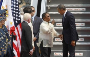 """""""I will be the next president"""" is perhaps what Philippine's Vice President Jejomar Binay is telling U.S. President Barrack Obama as he welcomes the U.S. president upon his arrival at an airport in Manila April 28, 2014. (MNS photo)"""