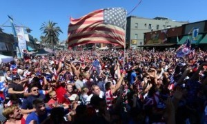 US soccer fans watching from the pier at Hermosa Beach, California, celebrating US player Clint Dempsey's opening goal against Ghana on June 16. ©AFP PHOTO / Frederic J. BROWN / FILES