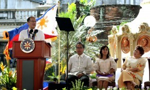 """President Benigno S. Aquino III delivers his speech during the commemoration of the 116th anniversary of the Proclamation of the Philippine Independence at the Plaza Quince Martires in Naga city, Camarines Sur on Thursday (June 12, 2014). This year's theme is """"Pagsunod sa Yapak ng mga Dakilang Pilipino, Tungo sa Malawakan at Permanenteng Pagbabago."""" Also in photo are Interior and Local Government Secretary Manuel Roxas II, Camarines Sur 3rd District Rep. Ma. Leonor Robredo and National Historical Commission of the Philippines (NHCP) chairperson Maria Serena Diokno. (MNS photo)"""