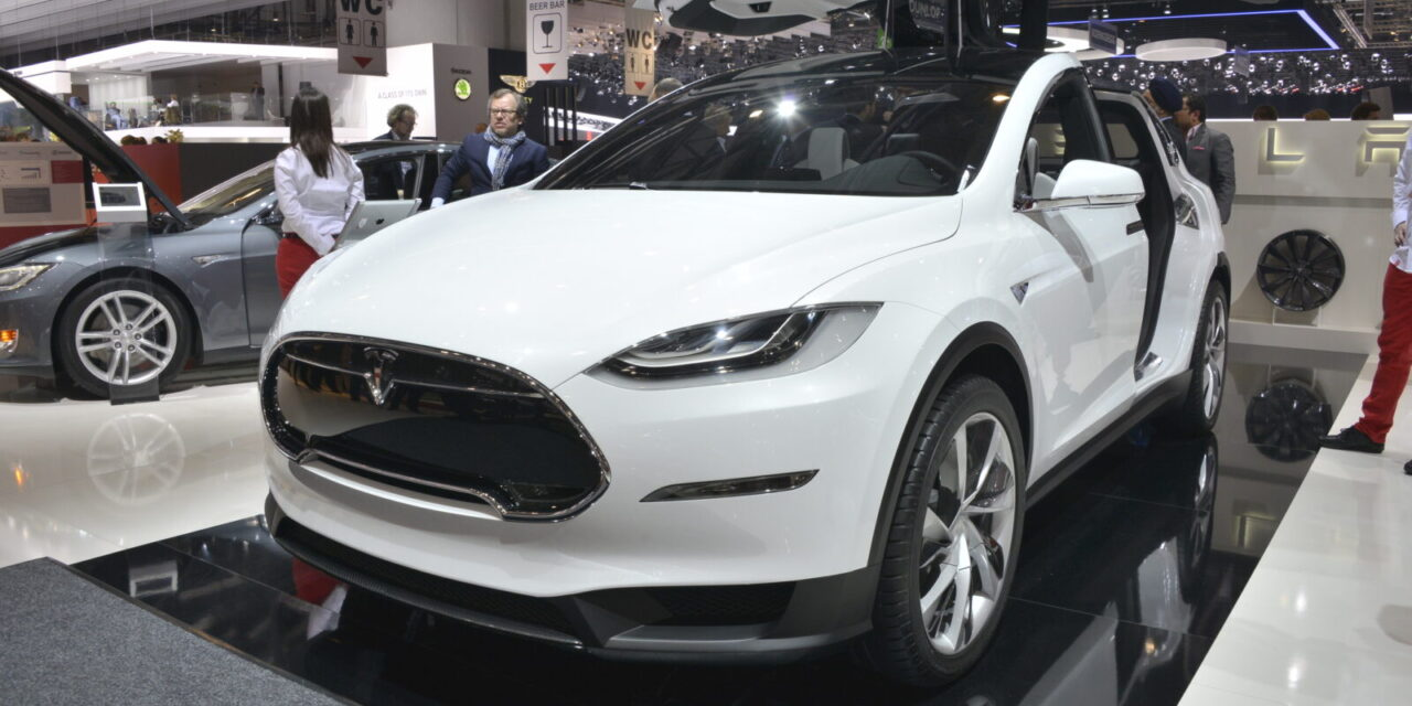 Tesla confirms its SUV is coming in 2015