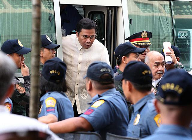 Jinggoy bail hearing canceled as Luy's blood pressure shoots up