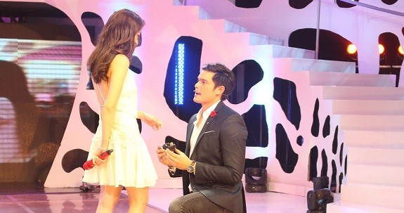 Dingdong proposes to Marian on national TV