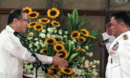 Aquino swears in Armed Forces Chief Catapang, other military officers