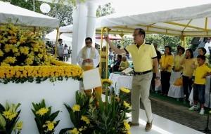 "President Benigno Aquino III arrived at the Manila Memorial Park in Parañaque City Thursday to attend a Mass marking the 31st death anniversary of his father, former Sen. Benigno ""Ninoy"" Aquino Jr. (MNS Photo)"