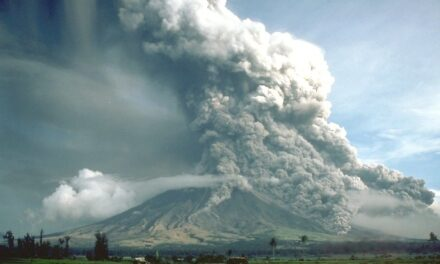 Fresh lava spews out of Mayon, stoking eruption fears