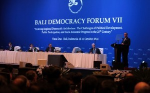 (BALI, Indonesia) President Benigno S. Aquino III delivers his remarks during the Opening Session of the 7th Bali Democracy Forum VII at the Nusantara Hall II of the Bali International Convention Center on Friday (October 10). The gathering is an annual, intergovernmental forum on the development of democracy in the Asia-Pacific region. Also in photo are Democratic Republic of Timor-Leste Prime Minister Xanana Gusmao, Indonesian President Susilo Bambang Yudhoyono, Brunei Darussalam Sultan Haji Hassanal Bolkiah and Indonesian Foreign Affairs Minister Dr. R.M. Marty Natalegawa. (MNS photo)