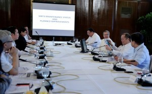 President Benigno S. Aquino III meets with his Cabinet Secretaries at the President's Hall of Malacanang Monday (October 13) concerning the status of the MRT 3 maintenance. The President is concerned about negative reports he has been receiving regarding Metro Rail operations. (MNS photo)