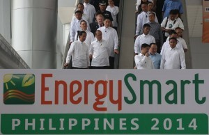 President Aquino tours and views the exhibit on the promotion and advancement of solutions and initiatives on energy efficiency during the Energy Smart Philippines (ESPhil) 2014 in Pasay City (MNS photo)