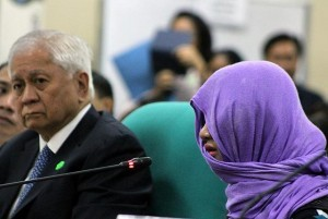 'Barbie,' the primary witness in the case of slain Filipino transgender woman Jeffrey 'Jennifer' Laude, testifies before a Senate inquiry on Wednesday, October 22. A US serviceman has been tagged as suspect in the October 11 killing of Laude, an incident that sparked renewed calls for the termination of the PHL-US Visiting Forces Agreement. Also in photo is Foreign Affairs Secretary Albert del Rosario. (MNS photo)