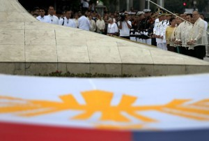"""President Benigno S. Aquino III leads the flag raising ceremonies for the commemoration of the 118th anniversary of the martyrdom of Dr. Jose Rizal at the Rizal National Monument in Rizal Park, Manila City on Tuesday (December 30), with the theme: """"Rizal 2014: Dunong at PusongPilipino."""" With the President are Vice President JejomarBinay, Manila City Mayor Joseph Estrada, Defense Secretary Voltaire Gazmin, Metropolitan Manila Development Authority chairman Francis Tolentino, National Historical Commission of the Philippines chairperson Dr. Maria Serena Diokno and NHCP executive director LudovicoBadoy. (MNS photo)"""