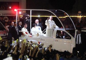 Pope Francis waves to the crowd while on board an Isuzu D-Max Popemoblie for his trip to the Apostolic Nunciature in Manila on Thursday, January 15, from the Villamor Air Base in Pasay City. Pope Francis is the Philippines for a five-day state and apostolic visit that will be highlighted by a meeting with survivors of super typhoon Yolanda in Leyte on Saturday, January 17.  (MNS photo)