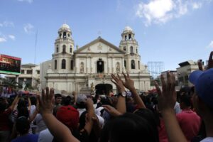 Devotees raise their hands while praying at the Basilica for the Ist Friday mass a week ahead of the Feast of the Black Nazarene on January 9,2015 on Quezon Boulevard, Manila. (MNS photo)