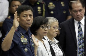 Philippine National Police Special Action Force Chief Supt. Getulio Napenas, Prof. Miriam Coronel-Ferrer, chairperson of the Government Peace Negotiating Panel for talks with the MILF, Presidential Adviser on the Peace Process Sec. Teresita Quintos Deles and Former Agriculture Secretary and member of the Peace panel Senen Bacani take their oath during the hearing on the Mamasapano incident where 44 members of the PNP SAF were killed.(MNS photo)