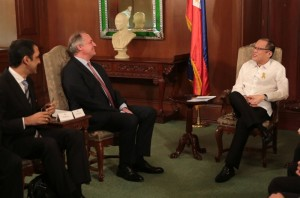 President Benigno S. Aquino III receives officials of Unilever headed by Paul Polman, Global Chairman and CEO of Unilever; Rohit Jawa, Chairman of Unilever Philippines; Ramon Gil Macapagal, Vice Preisdent for Corporate Affairs; and Carl Cruz, Vice President for Customer Development during a courtesy call Friday, Febryary 20, 2015 in Malacanang. Unilever is a manufacturer and distributor of home goods, food and beverage items, dairy and personal care products. (MNS photo)