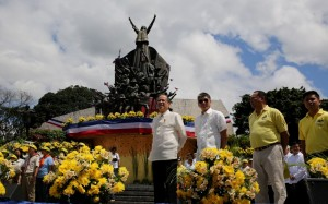 """President Benigno Simeon Aquino III leads the wreath-laying ceremony at the EDSA People Power Monument during the commemorative activities of the 29th Anniversary of the EDSA People Power Revolution in White Plains Avenue corner Epifanio de los Santos Avenue (EDSA) on Wednesday (February 25, 2015). This year's theme is """"Ituloy ang Pagbabago."""" The 1986 peaceful and bloodless uprising ousted the dictatorship and catapulted the late Corazon C. Aquino to the Presidency. also in photo are Executive Secretary and EDSA People Power Commission chairperson Paquito Ochoa, Jr., EPPC commissioner Cesar Sarino and  EPPC commissioner Herminio """"Ogie"""" Alcasid, Jr.. (MNS photo)"""