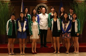 President Benigno S. Aquino III shares the stage with the University Athletic Association of the Philippines women's volleyball back-to-back champion Ateneo de Manila University Lady Eagles, led by two-time UAAP women's volleyball Most Valuable Player Alyssa Valdez, and UAAP Season 77 women's volleyball 1st Runner Up De La Salle University Lady Spikers for a group photo souvenir during the special luncheon with both teams at the Heroes Hall of the Malacañan Palace on Tuesday (March 24). (MNS photo)