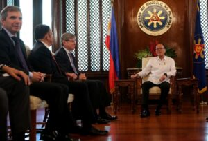 President Benigno S. Aquino III converses with CEMEX chief executive officer Fernando Gonzalez during the Courtesy Call at the Music Room of the Malacañan Palace on Thursday (May 14, 2015). Also in photo are United Mexican States Ambassador to the Philippines His Excellency Julio Camarena Villaseñor and CEMEX Asia president Joaquin Estrada. (MNS Photo))
