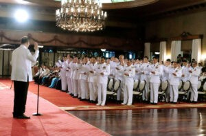 President Benigno S. Aquino III administers the oath of office to newly-appointed generals and flag officers of the Armed Forces of the Philippines during the oath-taking of military officers at the Rizal Hall of the Malacañan Palace on Wednesday (May 27). (MNS photo)