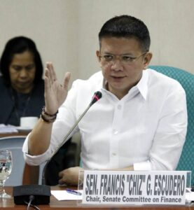 Senator Chiz Escudero, chair of the Joint Oversight Committee on Public Expenditures, conducts a hearing today on the report of the Development Budget Coordinating Committee on the status and direction of the economic, fiscal and monetary policies of the government. Also in photo is Davao City Representative Isidro Ungab.(MNS photo)