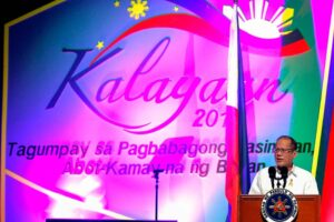 President Aquino graces the Filipino-Chinese community's 117th Philippine Independence Day celebration at the PICC in Pasay City on Monday. The organizers decided to forego the 40th anniversary celebration of diplomatic relations with China because of ongoing tensions between the two countries.  (MNS photo)