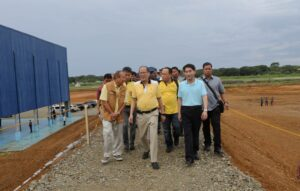 President Benigno S. Aquino III inspects the Puerto Princesa Airport Development Project (PPADP) Open Ramp and the Air Defense Alert Center (ADAC) Western Command Center in Barangay San Miguel, Puerto Princesa City, Palawan on Monday (June 29, 2015). The project aims to improve the facilities of the existing Puerto Princesa Airport, enhance the quality of airport service and the safety of air transport to comply with the International Civil Aviation Organization (ICAO) standards; and expand the airport capacity brought by the increasing air traffic demand. Also in photo are Palawan Governor Jose Alvarez,Puerto Princesa City Mayor Lucilo Bayron Korean Ambassador to the Philippines Kim Jae-Shin.(MNS Photo)