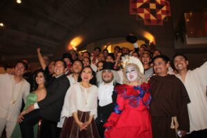 The cast of Noli Me Tangere poses for the fans shortly after the curtain call.