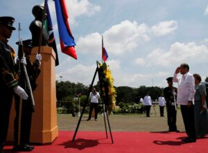 """President Benigno S. Aquino III offers a wreath during the commemoration of the 137th Birth Anniversary of President Manuel L. Quezon (PMLQ) and the Inauguration of the """"Museo ni Manuel L Quezon"""" at the Quezon Memorial Shrine in Elliptical Road, Quezon City on Wednesday (August 19, 2015). Also in photo is National Historical Commission of the Philippines (NHCP) chairperson Dr. Maria Serena Diokno. (MNS Photo)"""