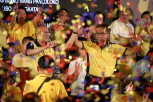 """President Aquino raises the hand of DILG Secretary Mar Roxas to the shower of confetti after Aquino endorsed Roxas for the presidential race at the Club Filipino in Greenhills on Friday. Aquino cited Roxas' record and pointed to him as the best bet to continue the """"Daang Matuwid"""" (Straight Path).  (MNS photo)"""