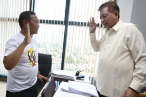 -- Vice President Jejomar Binay files separate libel complaints against Senator Antonio Trillanes and former Makati Vice Mayor Ernesto Mercado before the Makati Regional Trial Court on Thursday. The raps pertain to claims made by Trillanes and Mercado in connection with city's Senior Citizens program and a Boy Scouts of the Philippines (BSP) deal with Alphaland.(MNS photo)