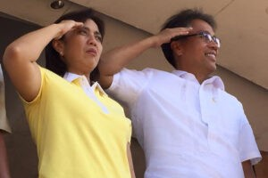 Liberal Party standard-bearer Mar Roxas (right) and Representative Leni Robredo grace the Feast of Peñafrancia celebration in Naga City in Camarines Sur on Friday.  Robredo is being urged to run as the administration's vice presidential candidate for the 2016 elections. (MNS photo)