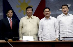 """-- SARMIENTO CONFIRMED AS DILG SEC: Senate President and Commission on Appointments (CA) Chairman Franklin Drilon joins new Department of Interior and Local Government (DILG) Secretary Mel Senen Sarmiento (third from left) in a photo taken after the confirmation of his ad interim appointment during the CA plenary session held on Tuesday, September 22, 2015. Sarmiento took over the post from recently resigned Interior Secretary Manuel """"Mar"""" Roxas II. Also in photo are Senator Ferdinand """"Bongbong"""" Marcos, Jr., (left) and CA Majority Leader Ilocos Norte 1st District Representative Rodolfo Fariñas (right). (MNS photo)"""
