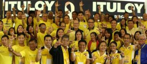 """President Benigno S. Aquino III, with Liberal Party Presidential bet Mar Roxas, flashes the Laban """"L"""" sign along with the members and officers of the Liberal Party during the Liberal Party (LP) Joint National Directorate and National Executive Council (NECO) Meeting at the LP Headquarters in Balay, Cubao, Quezon City on Wednesday (September 30). (MNS photo)"""