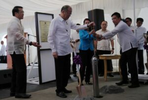President Benigno S. Aquino III lowers the time capsule during the groundbreaking ceremony of the new Supreme Court Complex at the Philippine Army Security and Escort Batallion Area in Bonifacio Global City, Taguig City on Friday (October 02). Also in photo are SC Chief Justice Maria Lourdes Sereno and Bases Conversion and Development Authority president Arnel Casanova. (MNS photo)