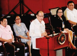 """President Benigno S. Aquino III delivers his speech during the 15th National Public Employment Service Office (PESO) Congress at the Reception Hall of the Philippine International Convention Center in Pasay City on Monday (October 26), with the theme: """"Pagdaloy ng Disenteng Trabaho at Maunlad na Negosyo, Kaagapay and PESO."""" Also in photo are League of Provinces of the Philippines president Oriental Mindoro Governor Alfonso Umali, Jr.; Labor and Employment Secretary Rosalinda Baldoz; PESO Managers Association of the Philippines, Inc. president Vissia Marie Aldon; and Secretary to the Cabinet Jose Rene Almendras. (MNS photo)"""