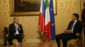 (ROME, Italy) President Benigno S. Aquino III exchanges views with Italian Republic Prime Minister Matteo Renzi during the bilateral meeting at the Palazzo Chigi for his official visit on Wednesday (December 02). (MNS photo)